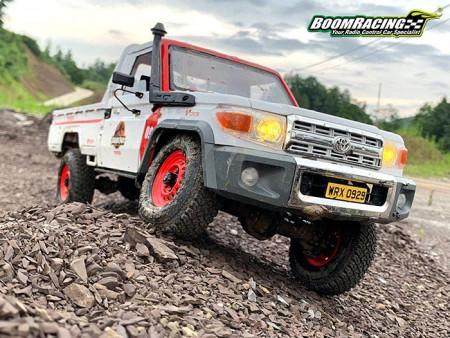 Jurassic Park Themed Boom Racing BRX01 Toyota Land Cruiser 70